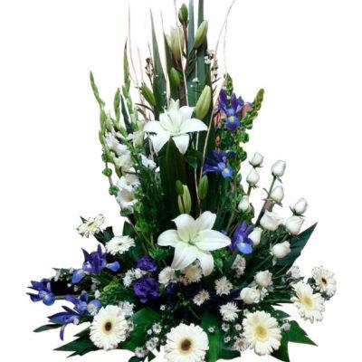 Arreglo floral para funeral de rosas y lilis